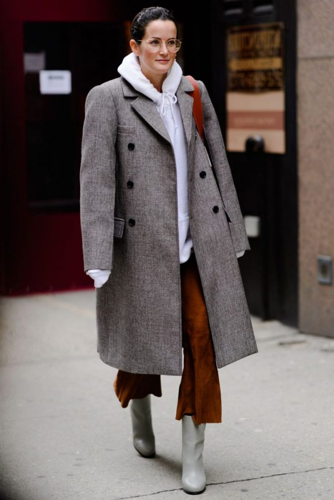 Oversized-Gray-Coat-For-Women-Outfit-675x1012 70+ Elegant Winter Outfit Ideas for Business Women