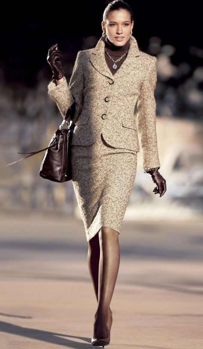 Skirt-suit-women-outfit-675x1159 70+ Elegant Winter Outfit Ideas for Business Women