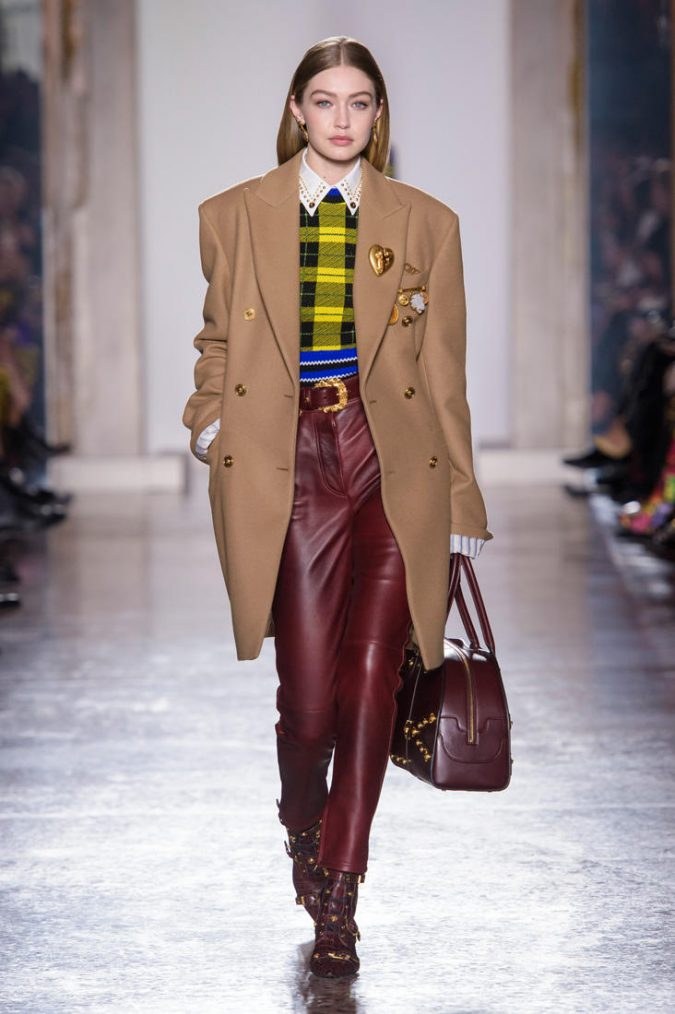 Versace-winter-fashion-women-outfit-675x1014 70+ Elegant Winter Outfit Ideas for Business Women