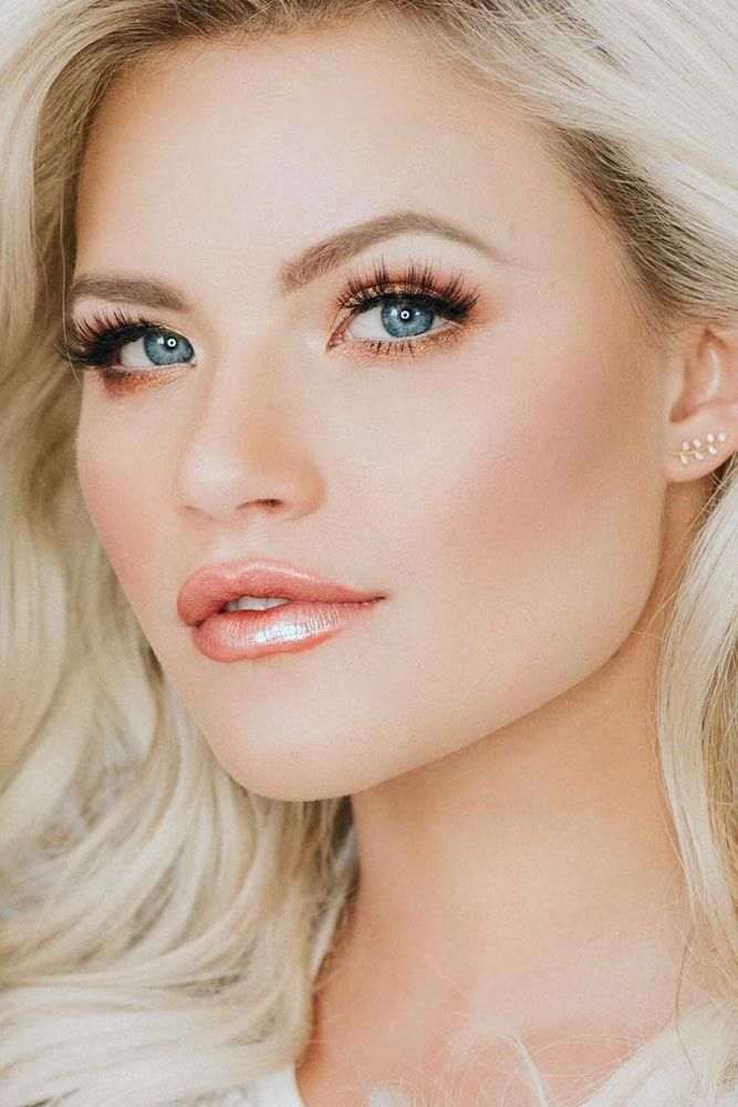 makeup-peach-gloss-lips-2 Top 10 Wedding Makeup Trends for Brides in 2019