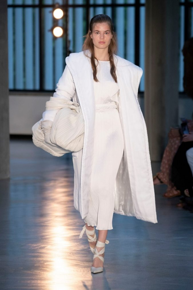 max-mara-vogue-resort-2019-oversized-coat-675x1013 70+ Elegant Winter Outfit Ideas for Business Women