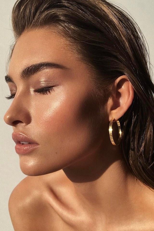 natural-makeup-textured-brows Top 10 Wedding Makeup Trends for Brides in 2020