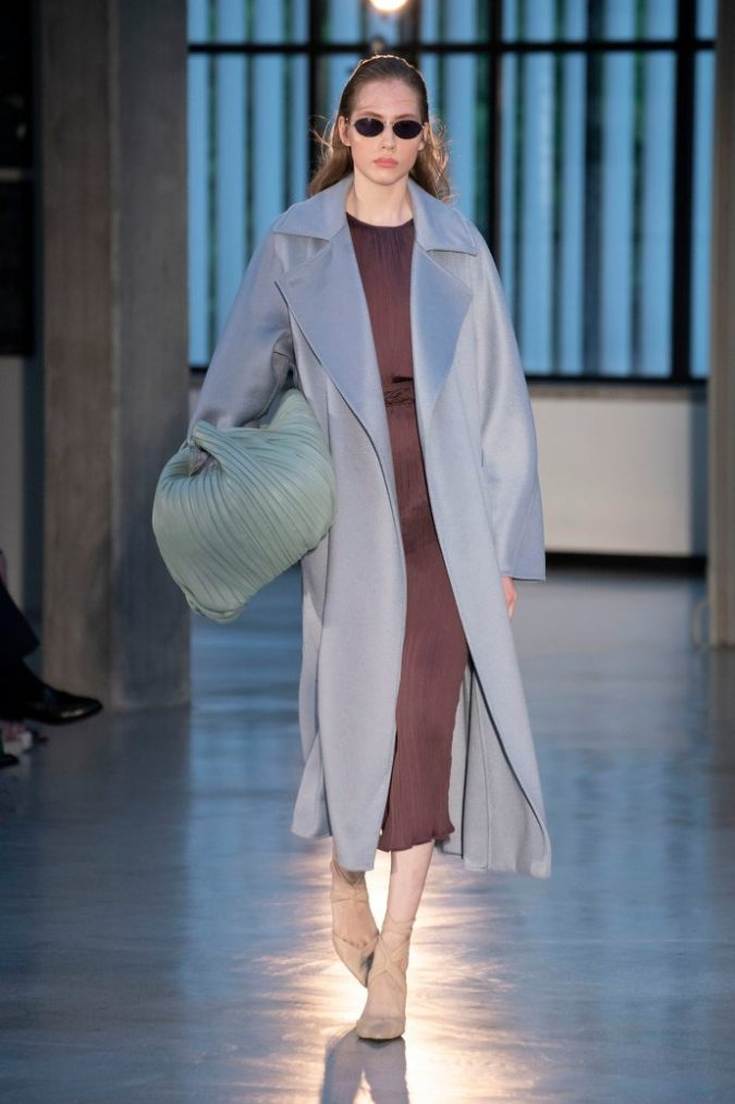 oversized-coat-women-winter-outfit-675x1013 70+ Elegant Winter Outfit Ideas for Business Women