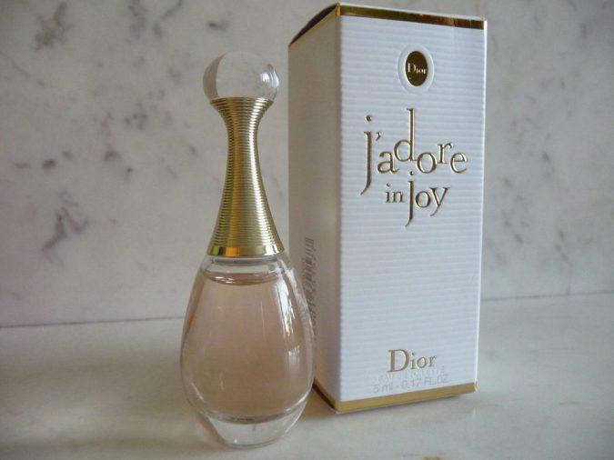 perfume-Christian-Dior-J'adore-Eau-de-Parfum-2-675x506 15 Stunning Fragrances for Women in 2020