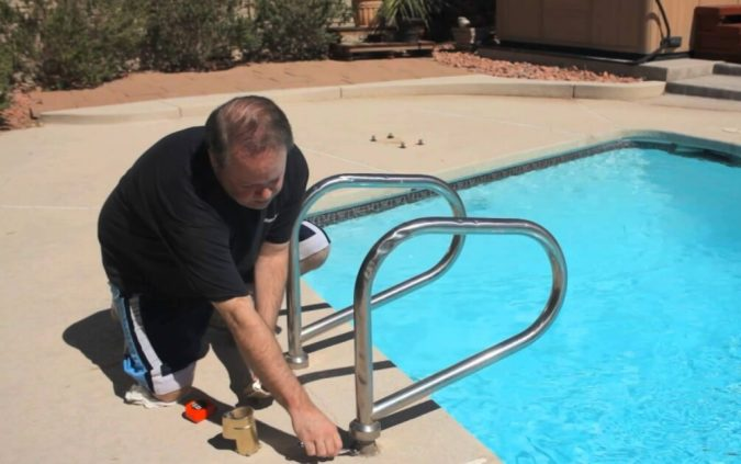 remove-ladder-to-winnterize-pool-675x423 Top 15 Must-Follow Pool Maintenance Tips