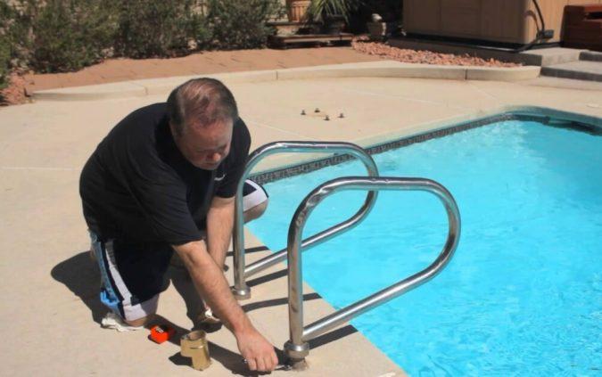 remove-ladder-to-winnterize-pool-675x423 Top 15 Must-Follow Pool Maintenance Tips