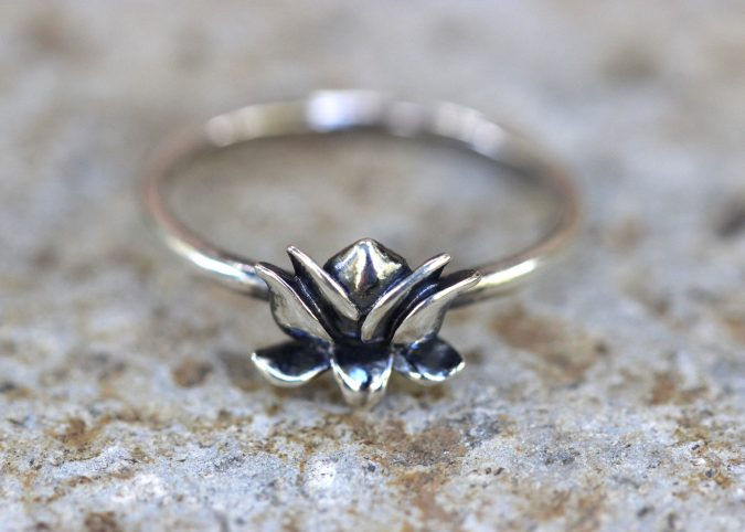 sterling-silver-ring-flower-675x482 60+ Stellar Sterling Silver Rings for Women