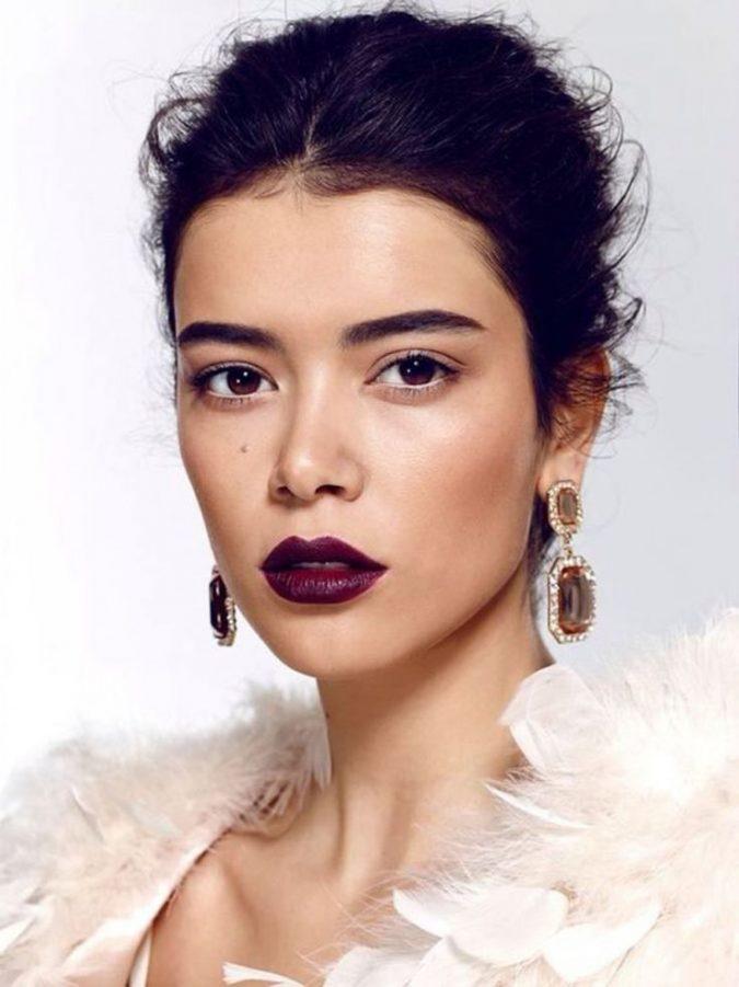 wedding-makeup-upper-waterlining-675x901 Top 10 Wedding Makeup Trends for Brides in 2020
