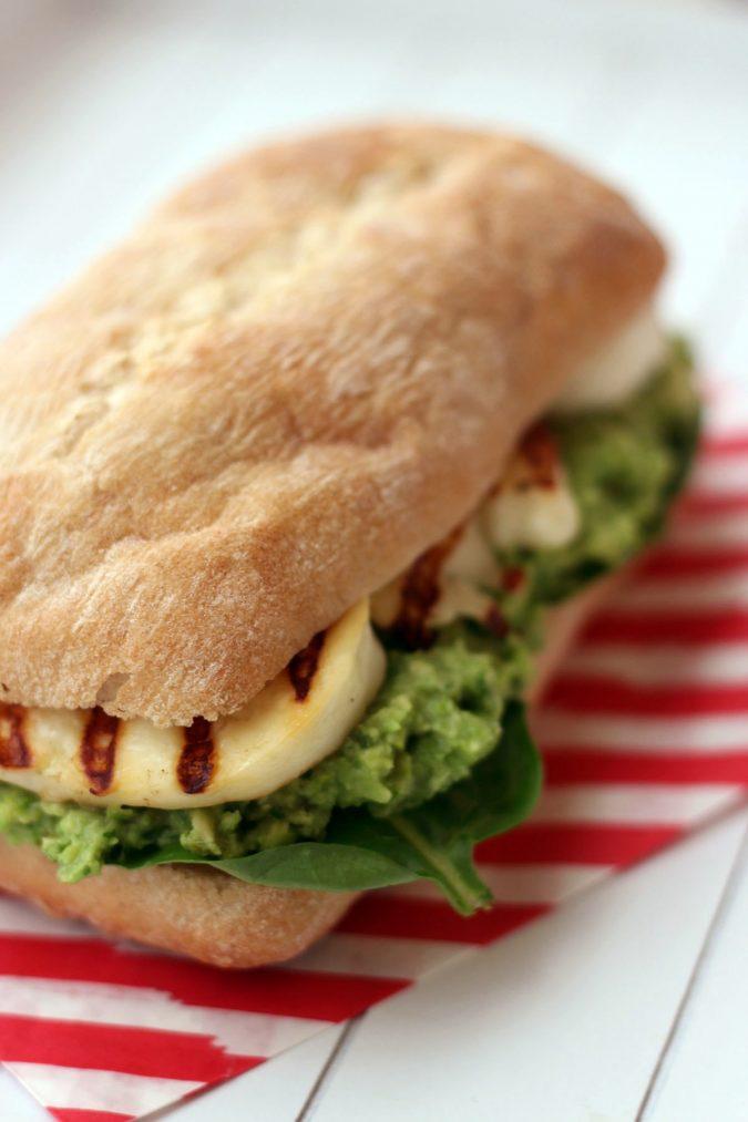 Halloumi-Cheese-sandwich.-675x1013 14 Easy Tricks for Anyone Who Likes Vegetarian Food