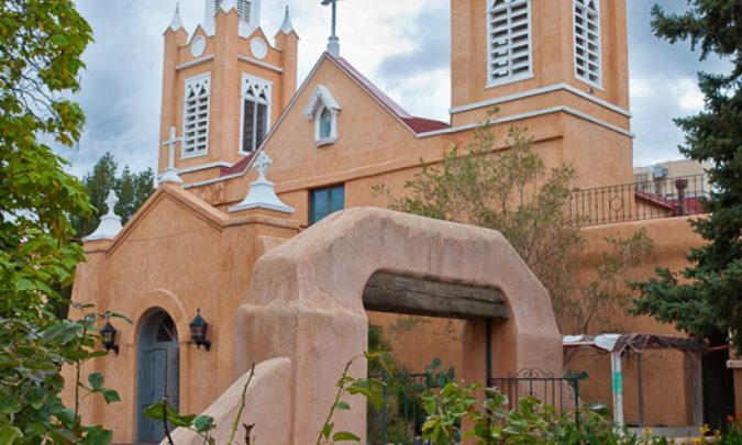 Old-Town-Albuquerque-Chruch-San-Felipe-de-Neri-675x405 5 Reasons The City of Albuquerque Is a Great Choice for Investing in a Home