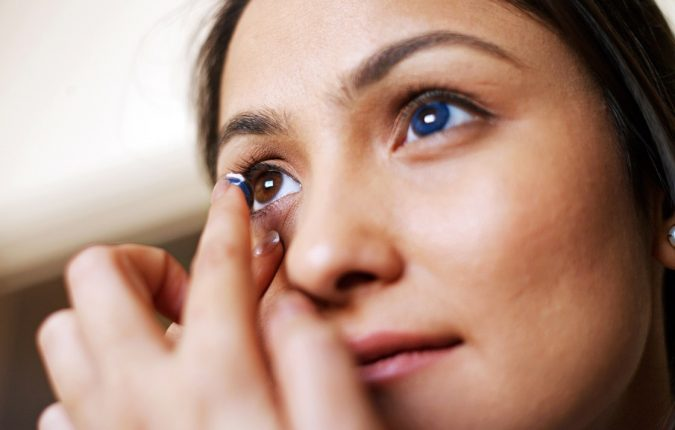 applying-colored-contact-lenses-safety-675x430 11 Facts about Colored Lenses that May Surprise You