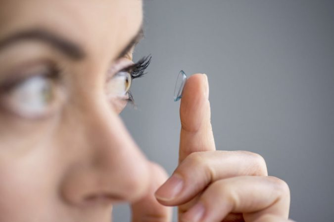 applying-contact-lense-675x450 11 Facts about Colored Lenses that May Surprise You