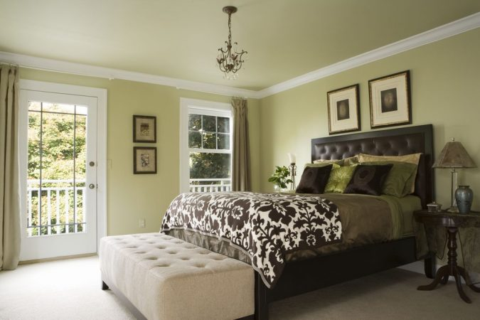 bedroom-decor-decorative-molding-2-675x450 20 Cheapest Bedroom Ideas to Make Your Space Look Expensive