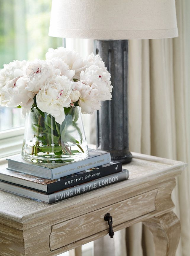 bedroom-decor-nightstand 20 Cheapest Bedroom Ideas to Make Your Space Look Expensive