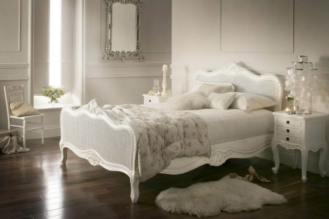 bedroom-vintage-decor-antique-pieces-675x450 20 Cheapest Bedroom Ideas to Make Your Space Look Expensive
