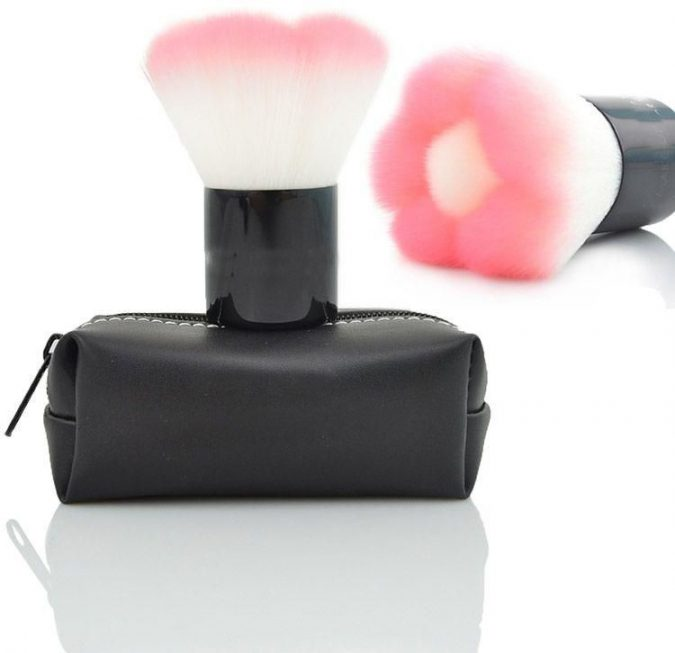 brush-675x653 15 Must-have Beauty Products in Your Handbag