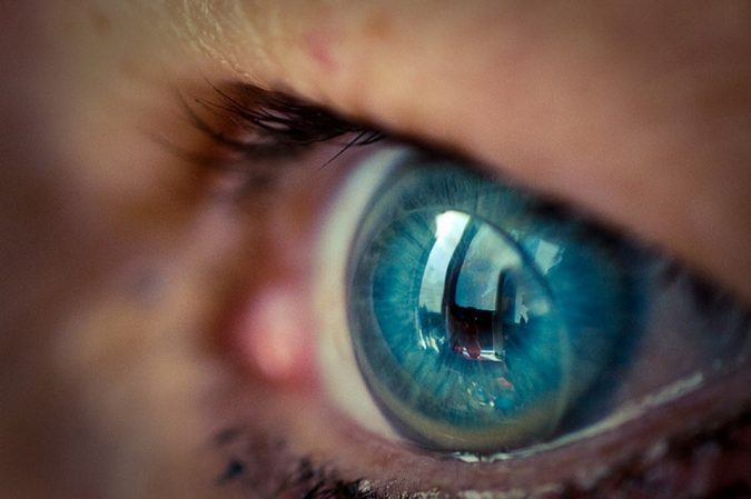 contact-lense-675x449 11 Facts about Colored Lenses that May Surprise You