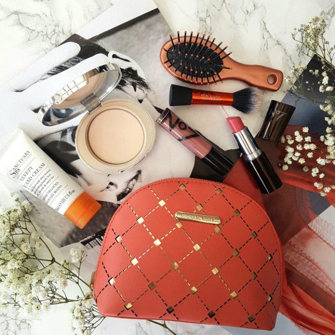 handbag-675x675 15 Must-have Beauty Products in Your Handbag