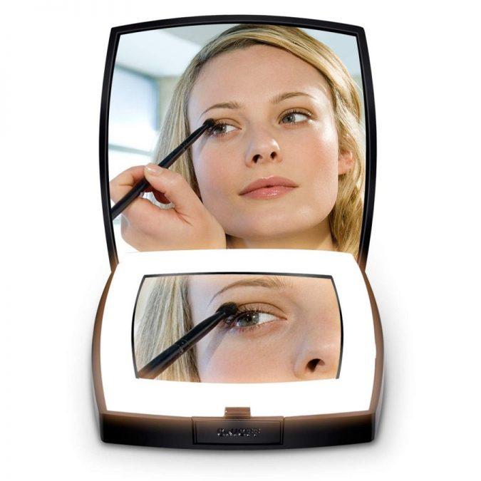 handbag-mirror-675x675 15 Must-have Beauty Products in Your Handbag