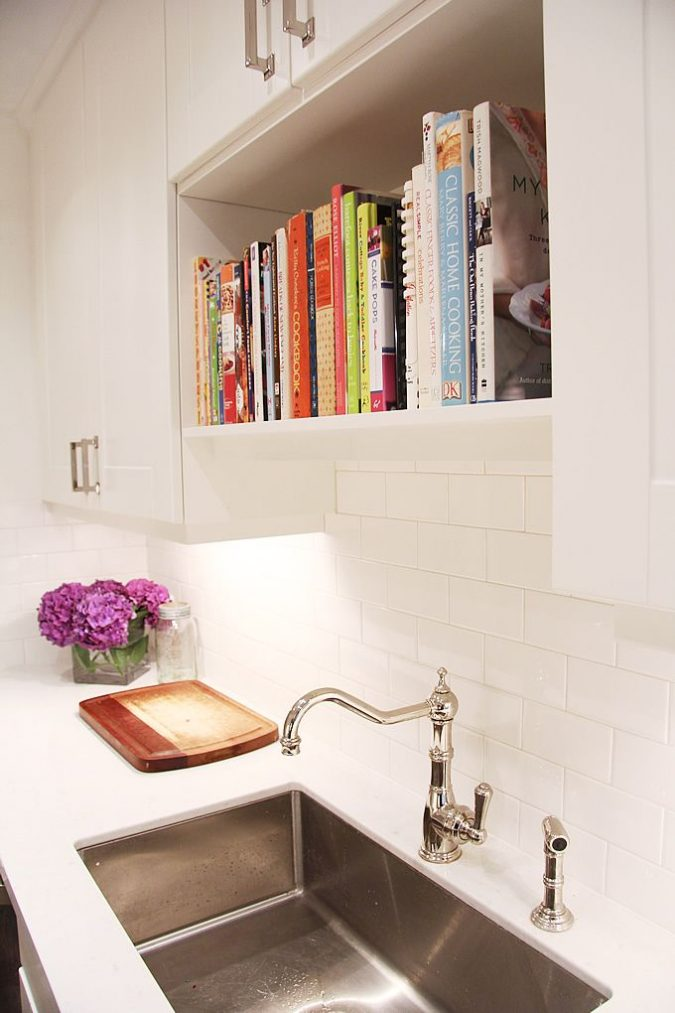 kitchen-decor-Bookshelf-directly-above-kitchen-sink-675x1013 Top 18 Creative Kitchen Decoration Tricks No One Told You About
