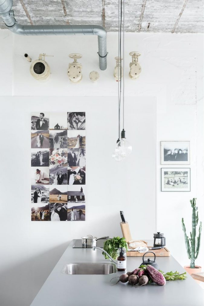kitchen-decor-personal-pictures-on-wall-675x1012 Top 18 Creative Kitchen Decoration Tricks No One Told You About