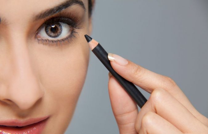 liner-pencil-675x436 15 Must-have Beauty Products in Your Handbag