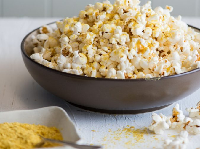 nutritional-yeast-popcorn-675x506 14 Easy Tricks for Anyone Who Likes Vegetarian Food