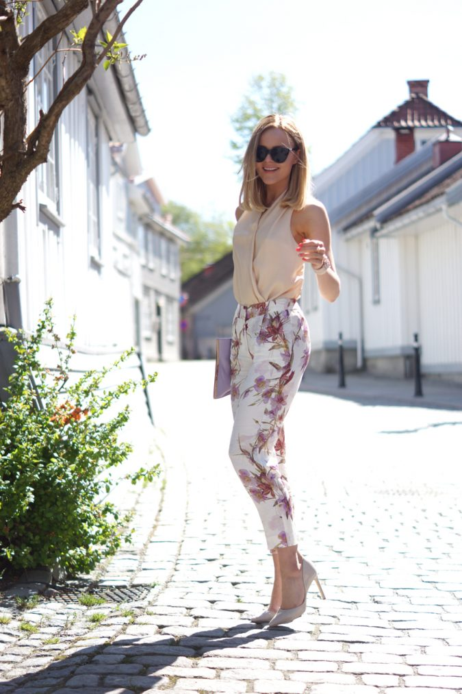 summer-outfit-with-floral-pants-675x1013 80+ Elegant Summer Outfit Ideas for Business Women in 2019
