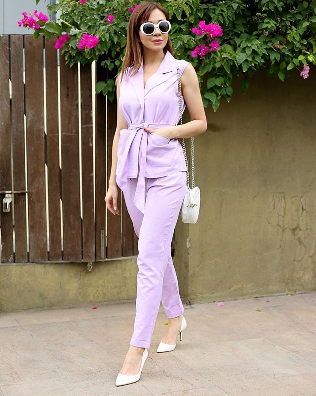 summer-pantsuit-women-outfit-2 80+ Elegant Summer Outfit Ideas for Business Women in 2019
