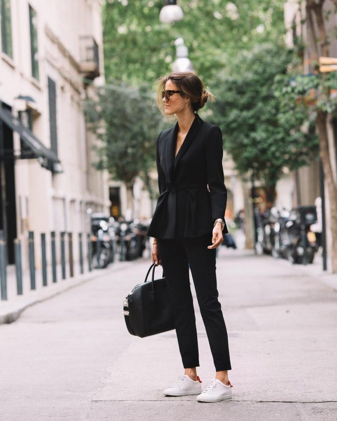 summer-work-outfit-black-suit-675x844 80+ Elegant Summer Outfit Ideas for Business Women