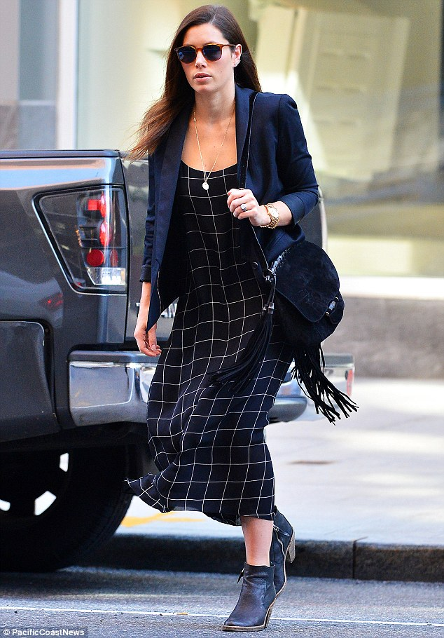 summer-work-outfit-boho-dress-with-blazer 80+ Elegant Summer Outfit Ideas for Business Women