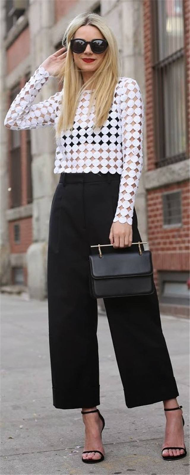 summer-work-outfit-crop-oversized-shirt 80+ Elegant Summer Outfit Ideas for Business Women in 2019