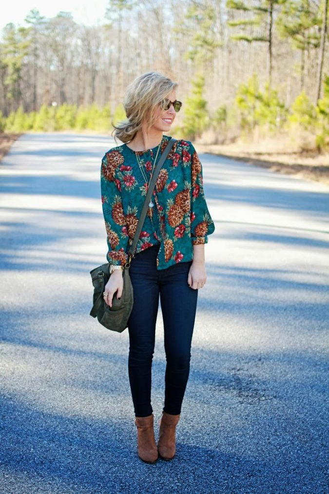 summer-work-outfit-floral-top-and-jeans-675x1012 80+ Elegant Summer Outfit Ideas for Business Women in 2019