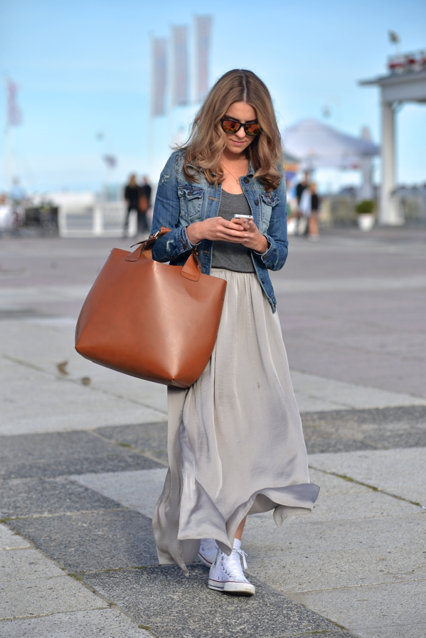 summer-work-outfit-light-grey-skirt 80+ Elegant Summer Outfit Ideas for Business Women
