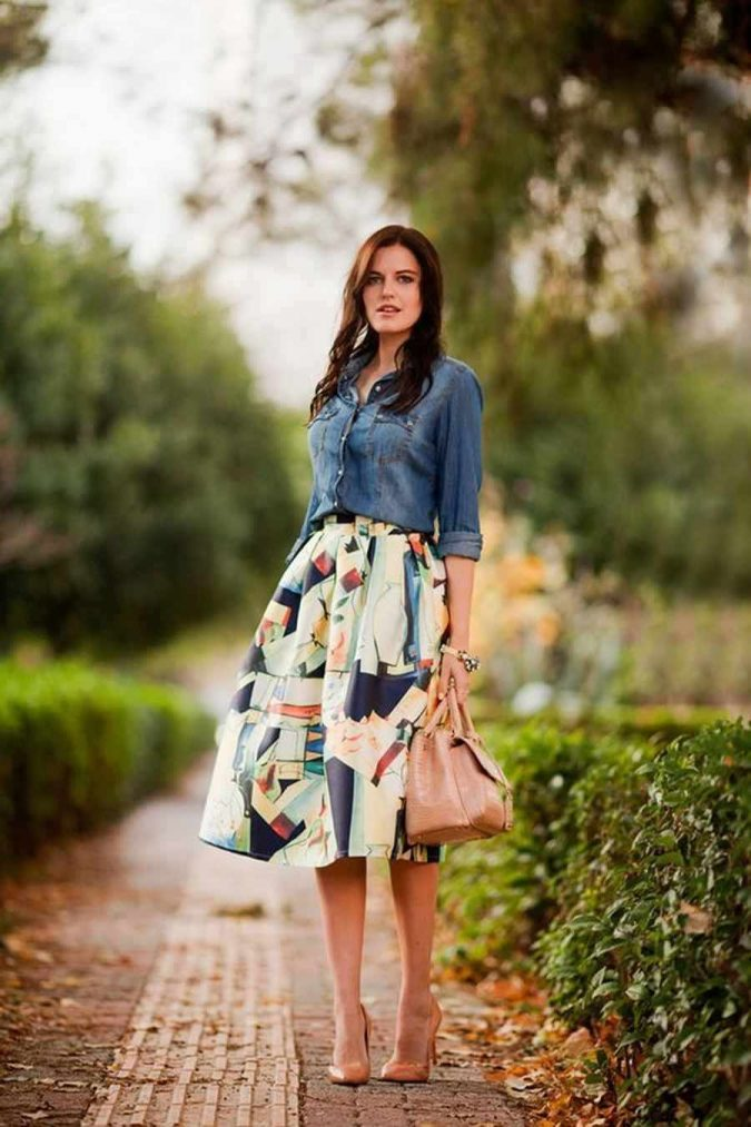 summer-work-outfit-printed-skirt-and-jeans-shirt-675x1013 80+ Elegant Summer Outfit Ideas for Business Women in 2019