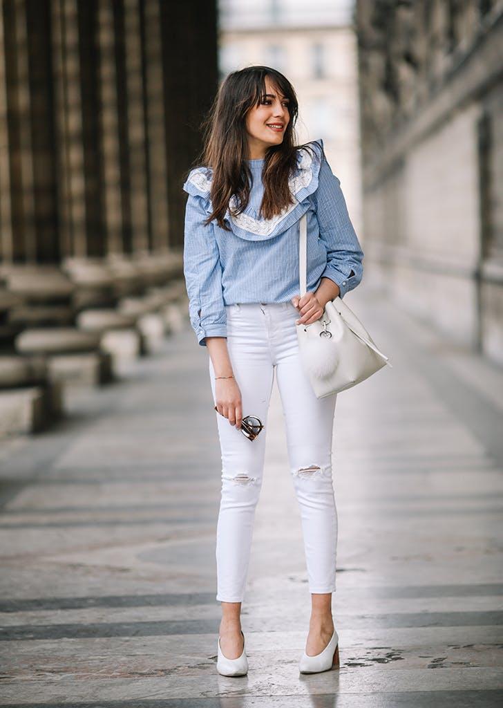 фото джинсовый костюм и белые сапоги поисках пищи может
