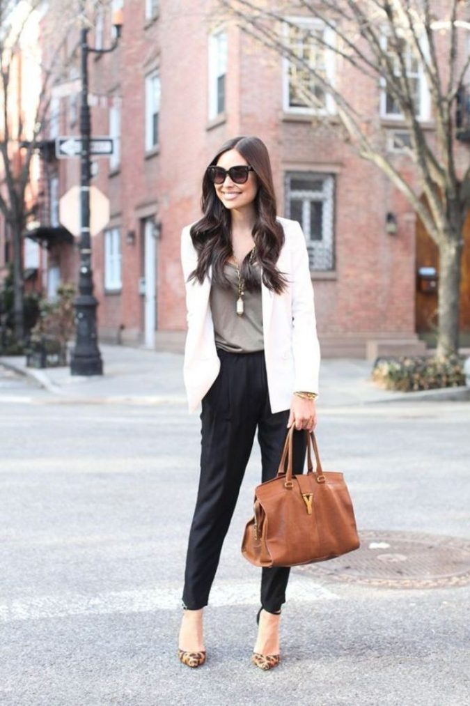 summer-work-outfit-with-blazer-2-675x1013 80+ Elegant Summer Outfit Ideas for Business Women