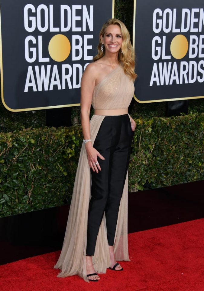 Julia-Roberts-on-the-golden-globes-red-carpet-675x961 20 Most Stylish Female Celebrities Fashion Trends 2019