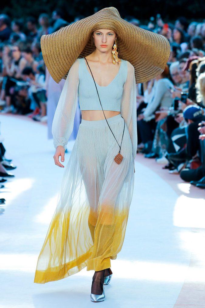 accessorie-trend-statement-hat-675x1013 20 Most Stylish Female Celebrities Fashion Trends 2020