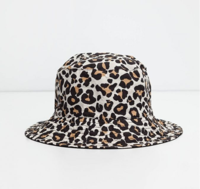 animal-printed-hat-675x640 10 Stunning Women Outfit Ideas