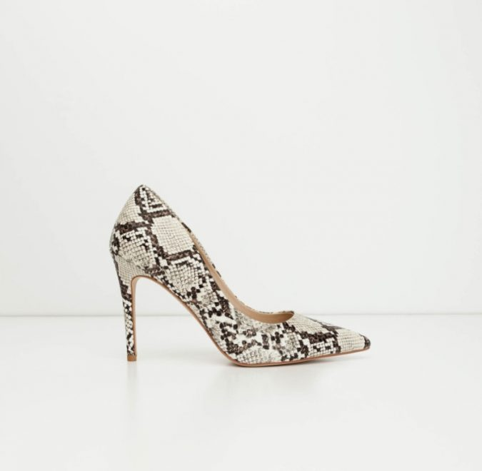 animal-printed-shoes-e1553526982920-675x660 10 Stunning Women Outfit Ideas