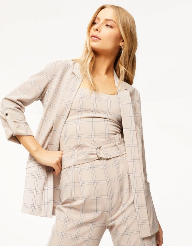 checked-blazer-675x864 10 Stunning Women Outfit Ideas