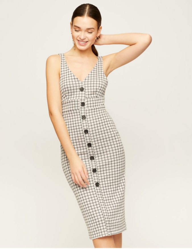 checked-dress-e1553523017188-675x877 10 Stunning Women Outfit Ideas