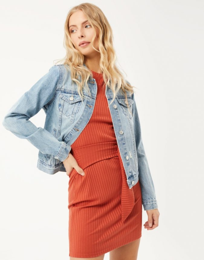 denim-jacket-with-dress-675x859 10 Stunning Women Outfit Ideas