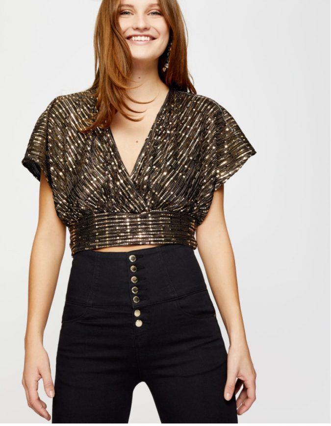 gold-glitter-crop-top-675x869 10 Stunning Women Outfit Ideas