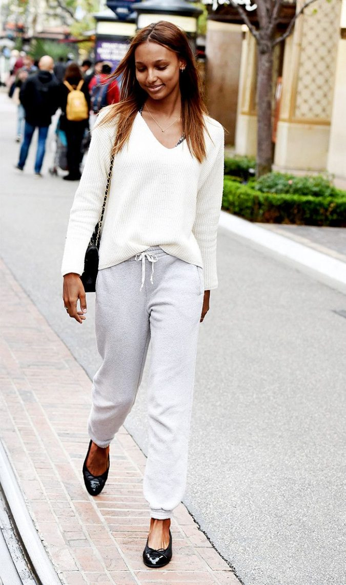 jasmine-tookes-in-ballet-flats-675x1140 20 Most Stylish Female Celebrities Fashion Trends 2019