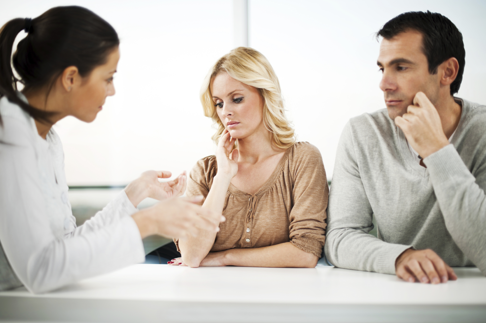 marriage-therapist 5 Things to Consider When Choosing a Couples Marriage Retreat