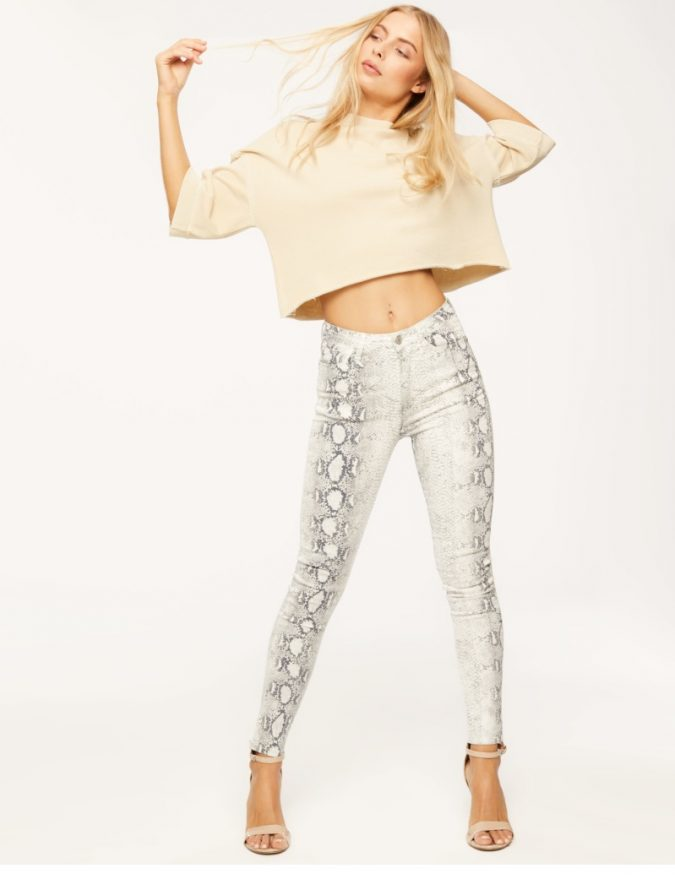 snake-patterned-trousers-675x879 10 Stunning Women Outfit Ideas