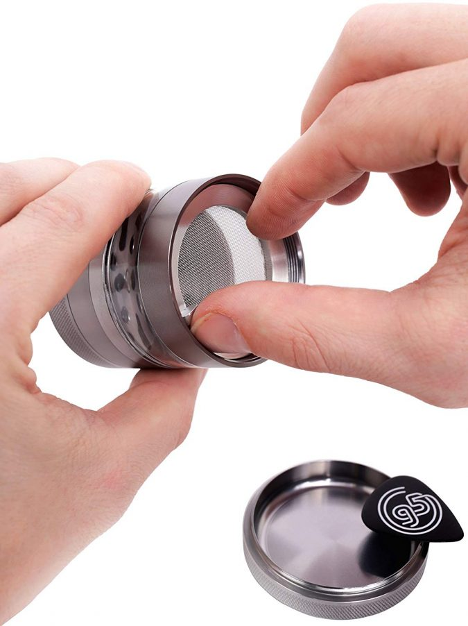 using-herb-grinder-kitchen-tools-675x902 24 Innovative Kitchen Tools You Should Get Today