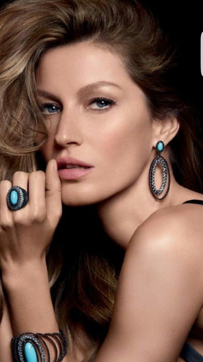 wearing-fashion-Jewelry.-675x1200 10 Reasons Why You Should Own Fashion Jewelry